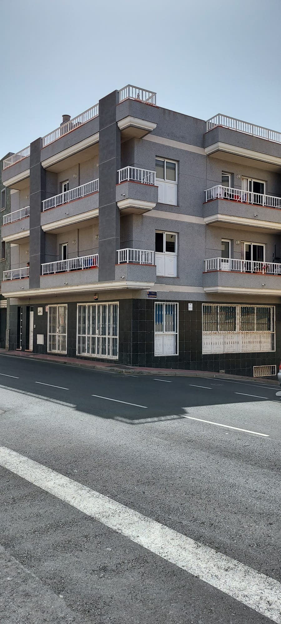 Se vende: Edificio en Cabo Blanco en zona céntrica – FT2261